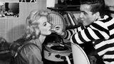 """Schon in den 50er Jahren etablierte sich George als Filmschauspieler, der in zahlreichen Kino-Produktionen zu sehen war. 1958 spielte er neben Grit Boettcher in dem Familiendrama """"Solange das Herz schlägt"""".  Für seine Rolle in dem Film """"Jacqueline"""" bekam George 1959 den Deutschen Filmpreis als Bester Nachwuchsschauspieler. 1962 erhielt er den Bambi als beliebtester Schauspieler."""