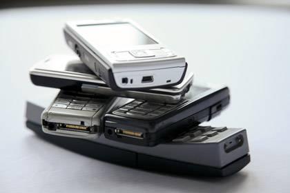 Auf Coltan und Tantal konnten Handyhersteller bislang nicht verzichten. Ein alternativer Stoff fehlt