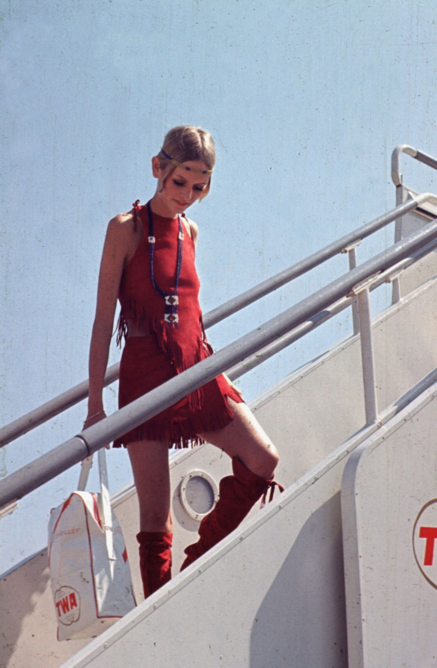 """In den USA herrschte der """"Summer of Love"""", und auch Twiggy schien im August 1967 auf der Hippie-Welle zu reiten."""