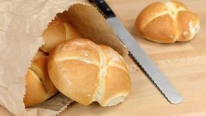 Weizenbrötchen sind bei Zöliakie tabu, denn sie enthalten das darmschädigende Klebereiweiß Gluten.