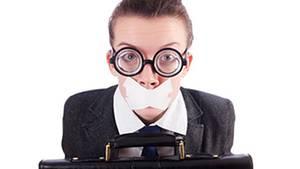 Der Alptraum Bewerbungsgespräch: Verkrampft sitzen, kein Wort herausbekommen und wenig Durchblick haben