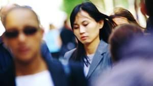 Fußgänger in Gruppen können zur Plage werden, weil sie langsamer gehen als Einzelpersonen