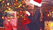 Mehr als 27 Millionen Weihnachtsbäume stehen zum Fest in deutschen Stuben - und rund 12.000 von ihnen brennen an den Festtagen ab.