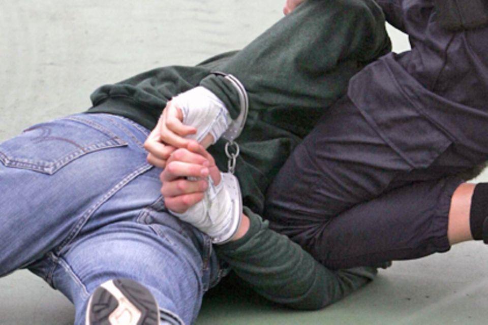 Der unbescholtene Christoph Geissler* wurde überfallartig von Polizisten verhaftet