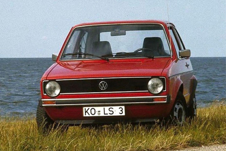 Der Golf I (1974 bis 1983) war ein Geniestreich, der die Autowelt veränderte. Fünftürige Kompaktwagen haben die Herzen erobert und prägen bis heute die Straßen - zumindest in Europa