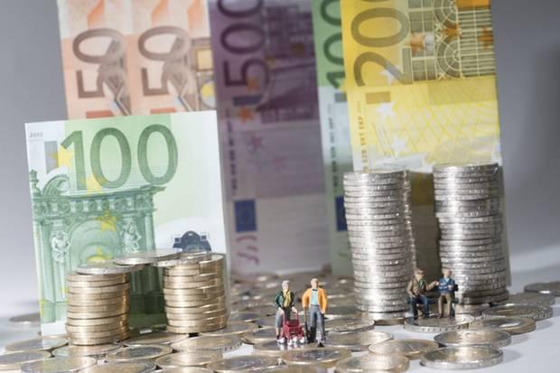 Wer heute Geld zurücklegen will, muss sich auskennen: Sparbücher bringen keine Zinsen, Lebensversicherungen sind unsicher - und an Aktien wagen sich nur 11 Prozent der Deutschen.