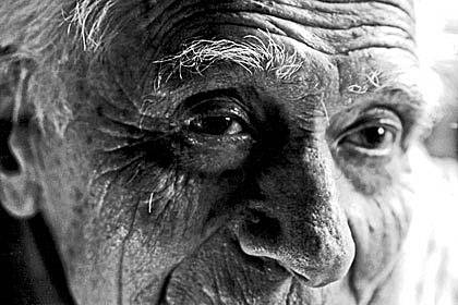 100 Jahre und noch fit: Bei extrem alten Menschen haben Wissenschaftler Genvariationen gefunden, die die Lebensspanne beeinflussen