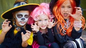 Die Verkleidungen der lieben Kleinen können schnell ins Geld gehen. Durchschnittlich geben Eltern 25 Euro pro Kind und Kostüm aus.