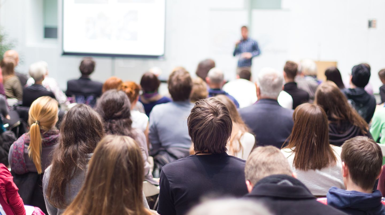 Studenten im Hörsaal - nach Ende ihres Studiums haben sie gute Chancen auf dem Arbeitsmarkt
