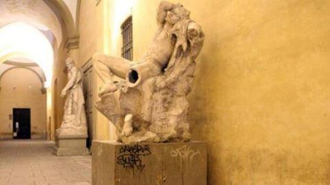 Teures Selbstporträt: Student zerstört beim Selfie antike Statue