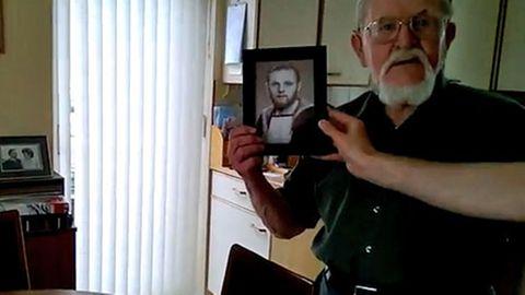 Der 87-jährige Brite Derek Whithey freut sich über sein Jugendfoto, dass von Reddit-Nutzern bearbeitet wurde.