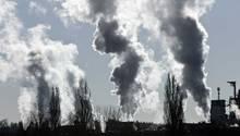 Das Treibhausgas CO2 wirkt in der Atmosphäre etwa 100 Jahre lang nach.