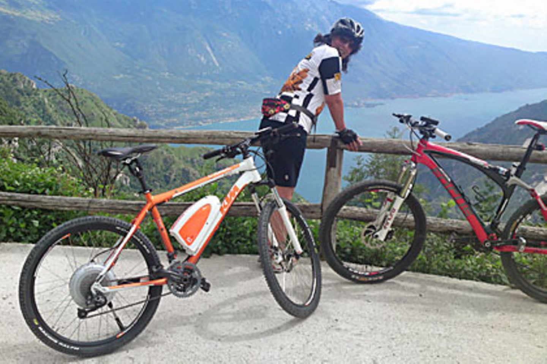 """Elektro-Fahrräder im Bergtest: Am Gipfel hat es """"srrr"""" gemacht"""