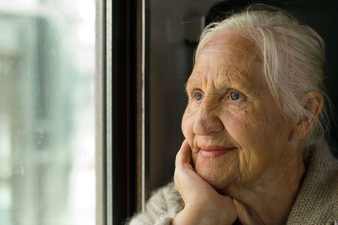 Ein liebevoller Blick zurück: In der Generation von Annelie (hier eine Altersgenossin) hat man sich verliebt und geheiratet. Und wenn man Glück hatte, blieb man ein Leben lang zusammen.