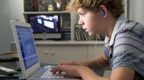 """Beim Wunsch nach einem eigenen Computer wird von Kindern oft das Argument """"für die Schularbeiten"""" verwendet"""