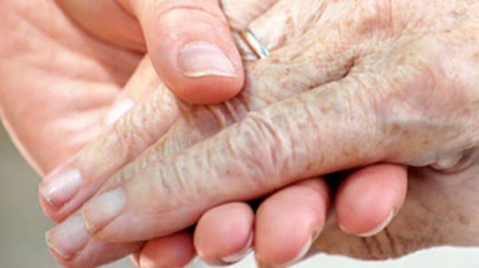 Demente brauchen jemand, der sie an die Hand nimmt