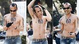 Auch Tattoos sind fester Bestandteil der Rockabilly-Kultur. Genau wie Zigarette, schwarze Handschuhe und Sonnenbrille.