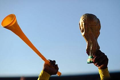 Ein beherztes Tröööt - auch das wird der Fußball-Tag garantiert mit sich bringen