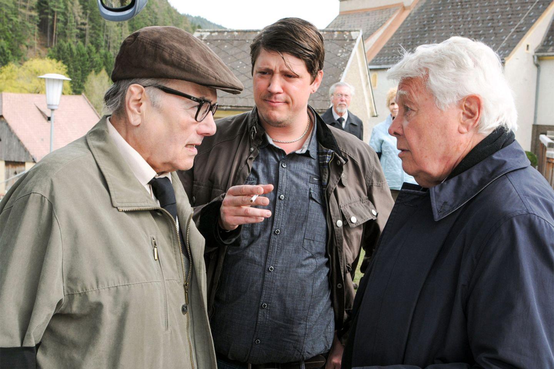 """Im ersten """"Tatort"""" der neuen Saison geht es um eine Rentner-Gang, die Crystal Meth schmuggelt. Busfahrer (Thomas Frank, Mitte) des Altersheims spielt neben Horst (Peter Fröhlich, l.) und Paul (Peter Weck) ebenfalls eine zwielichtige Rolle."""