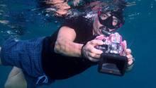 Zwölf Unterwasserkameras hat Stiftung Warentest getestet. Doch nur die wenigsten machten gute Fotos. Echte profis verlassen sich deshalb lieber auf spezielle Gehäuse für ihr Profigerät.