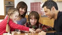 Die meisten Adoptionen gibt in Patchwork-Familien: Mehr als die Hälfte der Kinder wurde von Stiefeltern angenommen, also von neuen Partnern ihrer leiblichen Väter oder Mütter