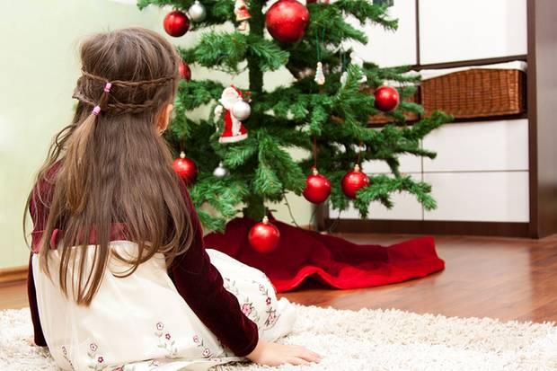 Traurige Augen zu Heiligabend: Für die Eltern ist es meist am schlimmsten, dass sie die Wünsche ihrer Kinder nicht erfüllen können.