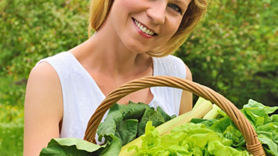 Nach liebevoller Hege und Pflege von Saat und Jungpflanzen kann am Ende das eigene Biogemüse geerntet werden