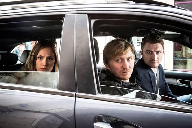 Gefährlich: Die Kommissare Henry Funck (Friedrich Mücke), Maik Schaffert (Benjamin Kramme) und Johanna Grewel (Alina Levshin) beobachten einen Nachtclub
