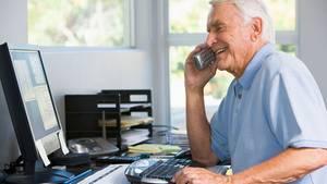 Obwohl die Zahl älterer Arbeitnehmer steigt, kritisiert der DGB den Jugendwahn von Unternehmen.