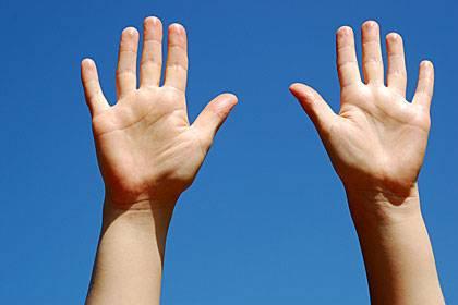 Mann oder Frau? Das Verhältnis von Zeige- zu Ringfinger kann einen Hinweis geben