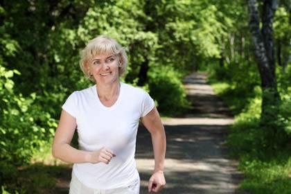 Beim Sport merken die Patienten, dass sie Dinge aus eigener Kraft schaffen können. Nach acht Wochen Laufen zeigen sich oft mehr Symptomverbesserungen als nach vielen Sitzungen