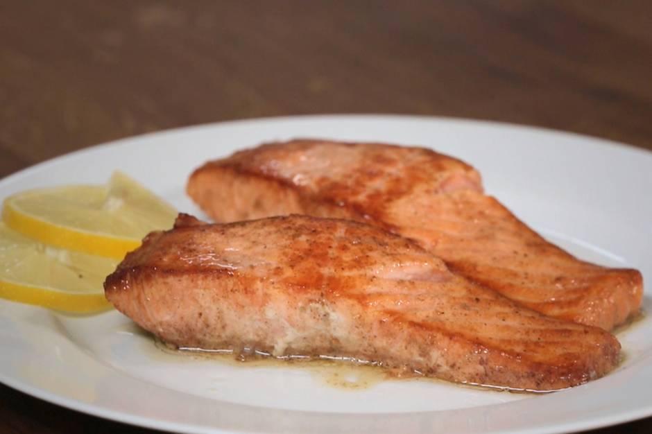 stern-Kochschule: Schön saftig statt ausgetrocknet: So braten Sie Lachs richtig