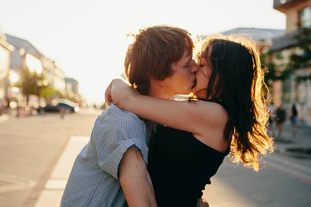 Ein Mensch verbringt durchschnittlich 110.000 Minuten seines Lebens mit Küssen