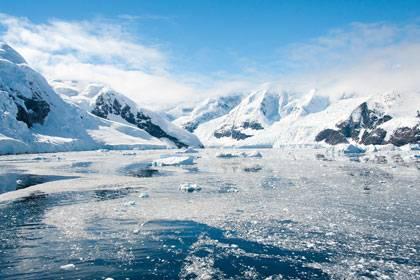 Wunderschöne Landschaften, lebensfeindliche Bedingungen: In einem Salzsee unter dem Antarktis-Eis fanden Forscher dennoch jahrtausendealte Bakterien.