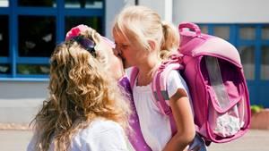 Zu einer guten Einschulung gehören genug Zeit, entspannte Eltern - und ein paar Tipps, die den ersten Schultag bunt und fröhlich machen