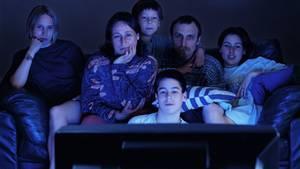 Man kann es gut oder schlecht finden, aber fernsehen gehört für fast alle Deutschen zu ihren Lieblingsfreizeitbeschäftigungen. Auch gemeinsam mit der Familie wird gern geschaut.