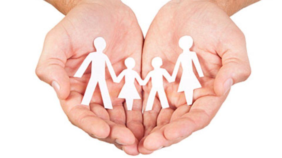 In sicheren Händen: Rechtsschutz gibt es im Komplettpaket für die ganze Familie, sie hat aber ihren Preis