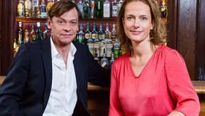 """Claudia Michelsen und Sylvester Groth ermitteln als """"Polizeiruf""""-Kommissare Doreen Brasch und Jochen Drexler in Magdeburg. Das Thema des ersten Fall misfällt einigen Politikern."""