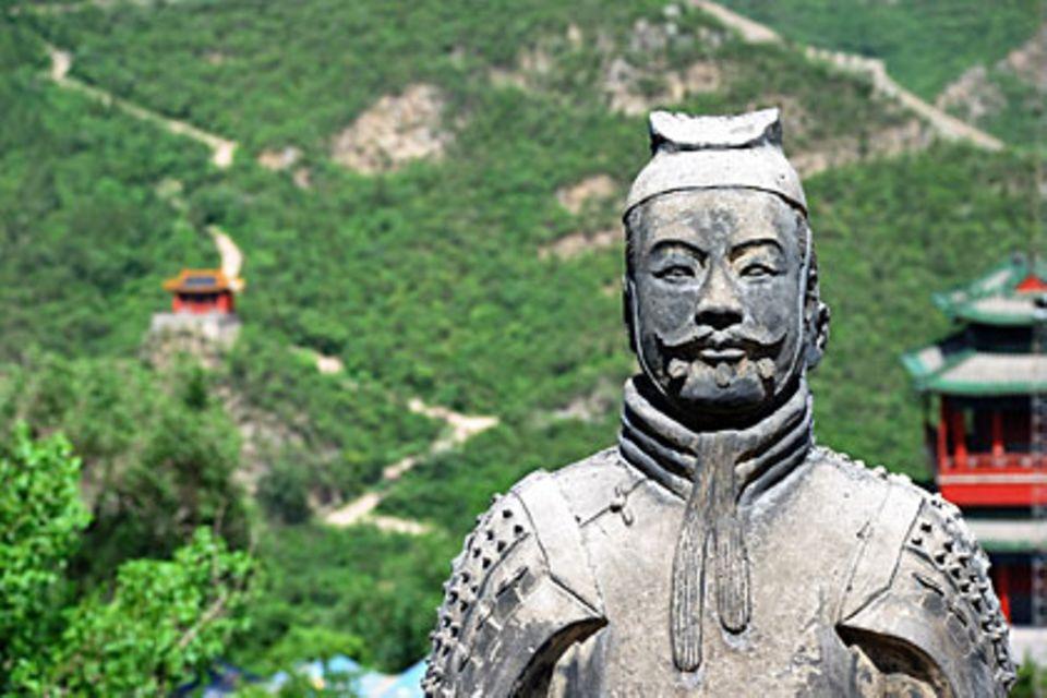 Die Chinesische Mauer gilt mit einer Länge von 8851 Kilometern als das größte Bauwerk der Welt