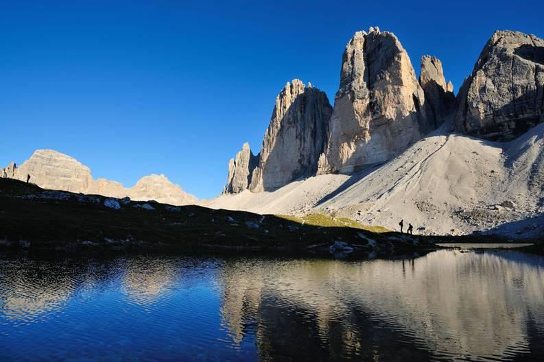 Die Drei Zinnen oberhalb des Hochpustertal bedeuten für die Sextener Dolomiten, was das Matterhorn für das Wallis und die Schweiz darstellt: ein magischer Anziehungspunkt und ein naturgewaltiges Aushängeschild für eine ganze Region.