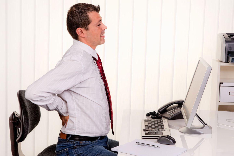 Schmerz lass nach: Büroarbeit strapaziert den Rücken immens