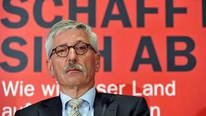 """Buchautor, Bundesbankvorstand und Entdecker des """"Juden-Gens"""": Thilo Sarrazin beherrscht derzeit die Gazetten dieser Republik"""