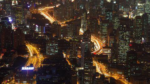 Shanghai bei Nacht: Die Megacity ist eine von rund 20 im asiatischen Raum. Insgesamt gibt es 30 Megastädte auf der Welt - künftig könnten es noch mehr werden.