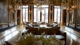 Blick direkt auf den Canal Grande: in der Piano Nobile Lounge, dem ehemaligen Hauptwohnbereich der Adelsfamilie.