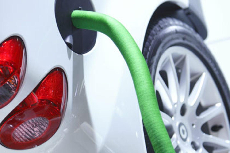 Flüssiggas, auch Autogas oder LPG (Liquefied Petroleum Gas) genannt kostet momentan nur 0,62 Euro den Liter, weniger als die Hälfte von Benzin
