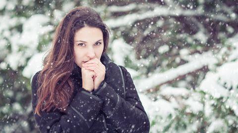 Frieren ist ansteckend. Sehen wir eine fröstelnde Person, kann uns allein dadurch selbst kälter werden.