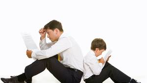 Ratlos, sprachlos: Das Verhältnis von Vätern und ihren Söhnen ist kompliziert.