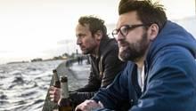 Darauf ein Bier: Thorsten Falke (Wotan Wilke Möhring) trifft in Wilhelmshafen seine Freund und Kollegen Jan Katz (Sebastian Schipper) wieder