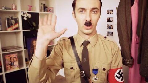 """Haul Hitler"": Jan Böhmermann verspottet Blogger Sami Slimani"