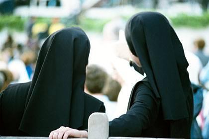 Jungen und Mädchen wurden über Jahrzehnte in Schweizer Kinderheimen von Nonnen geprügelt, missbraucht und tyrannisiert